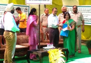 Genius World, play school , Zirakpur has been presented 'Award of Honour'