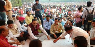 Sanjay Tandon joins Chhath Puja at Lake-Sec 42