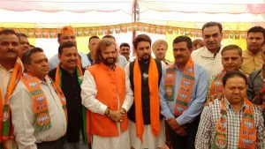 Don't automatically translate for: Hindi Tandon in favor of the BJP candidates addressed public meetings