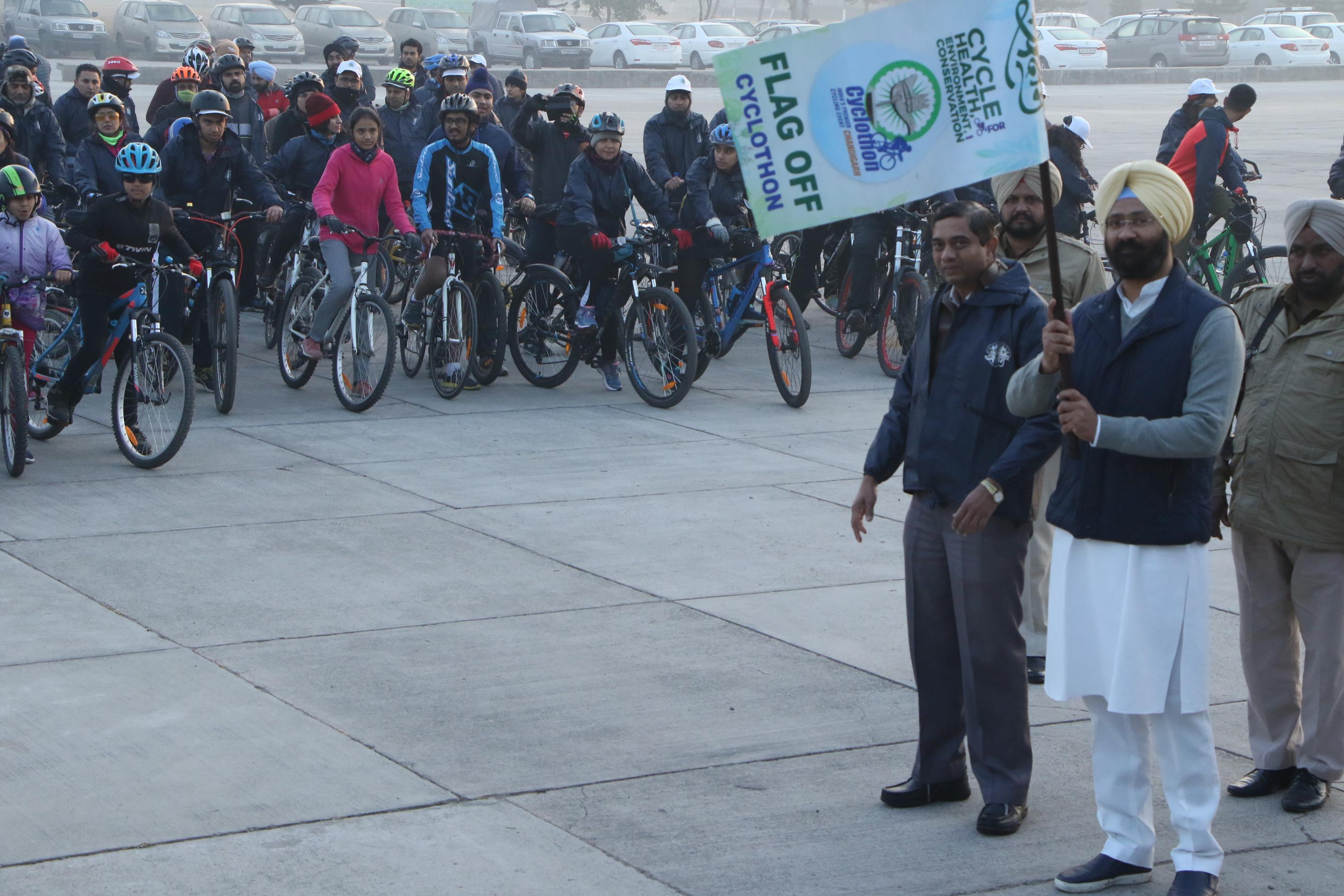The cyclothon was flagged off by Mr. Parminder Singh Dhindsa,President, Cycling Federation of India from its start point Capitol Complex. Mr. Gagandeep Singh Sodhi, DeputyGM, Hindustan Petroleum Corporation,Chandigarh
