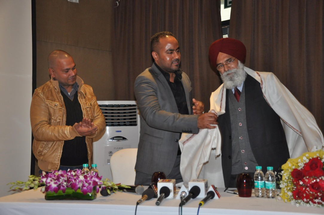 Punjabi NRI Gurpreet Kang's book of poems 'Do Mana Da Yudh' released by Surjit Patar