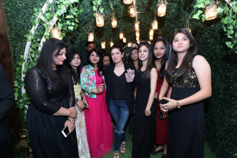 Star celebrity Twinkle Khanna felicitates INIFD Designers; conducts Mentor ClassStar celebrity Twinkle Khanna felicitates INIFD Designers; conducts Mentor Class