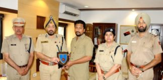 Driver Mohit Thakur Rewarded for saving victim girl & apprehending accused on the spot