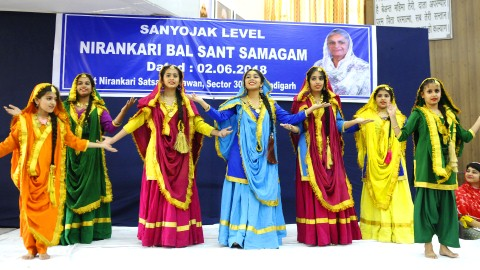 With the blessings of Satguru Mata Savinder Hardev Ji Maharaj, a Zonal level Bal Samagam was organised here, at Sant Nirankari Satsang Bhawan, Sector 30-A, Chandigarh