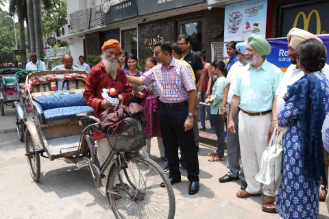 Rotary Club of Chandigarh provided water bottles and towels to 500 city rickshaw pullers
