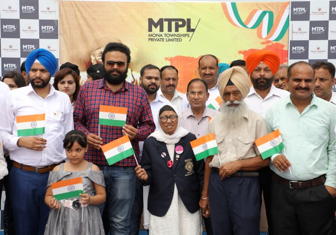 Man Kaur hoists Tricolour at Mona City Homes,takes part in I-Day
