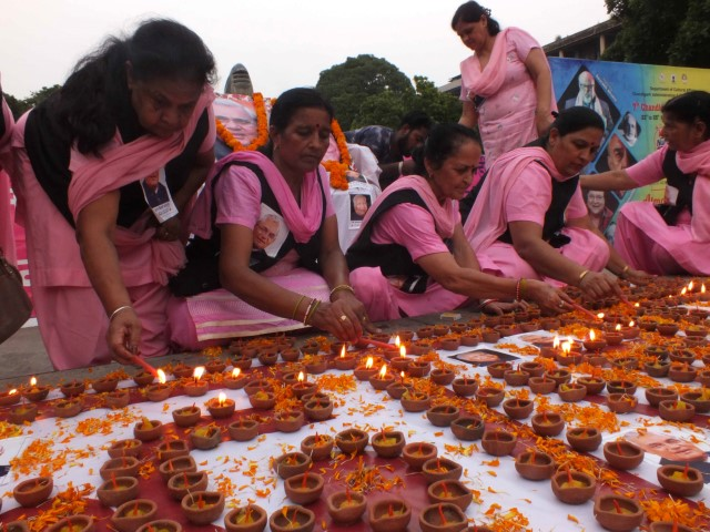 Members light up 1100 lamps as a mark of respect to great leaders
