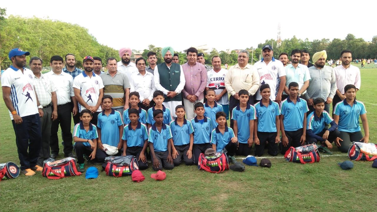 Rana Gurmit Singh Sodhi flags off India U-12 Baseball team for Asia Cup