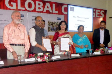 Indo Global Colleges signs MOU with RoundGlass
