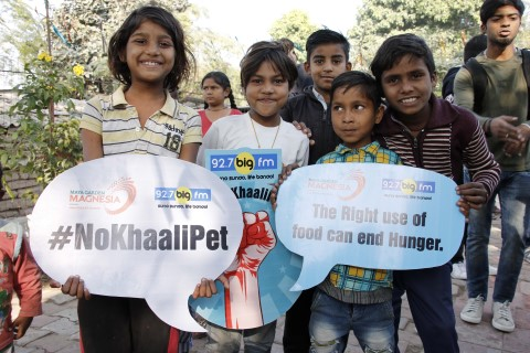 92.7 Big FM associates with robinhood army for #Nokhalipet Campaign to figght against malnutrition