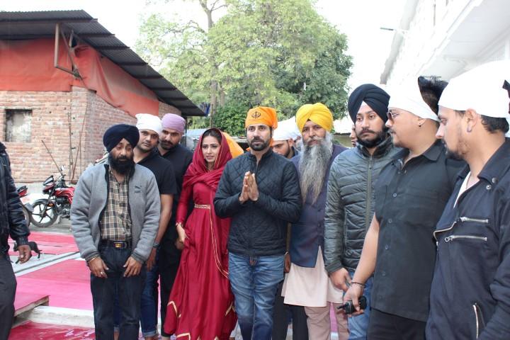 'Kala Shah Kala' team visits Golden Temple for divine blessings