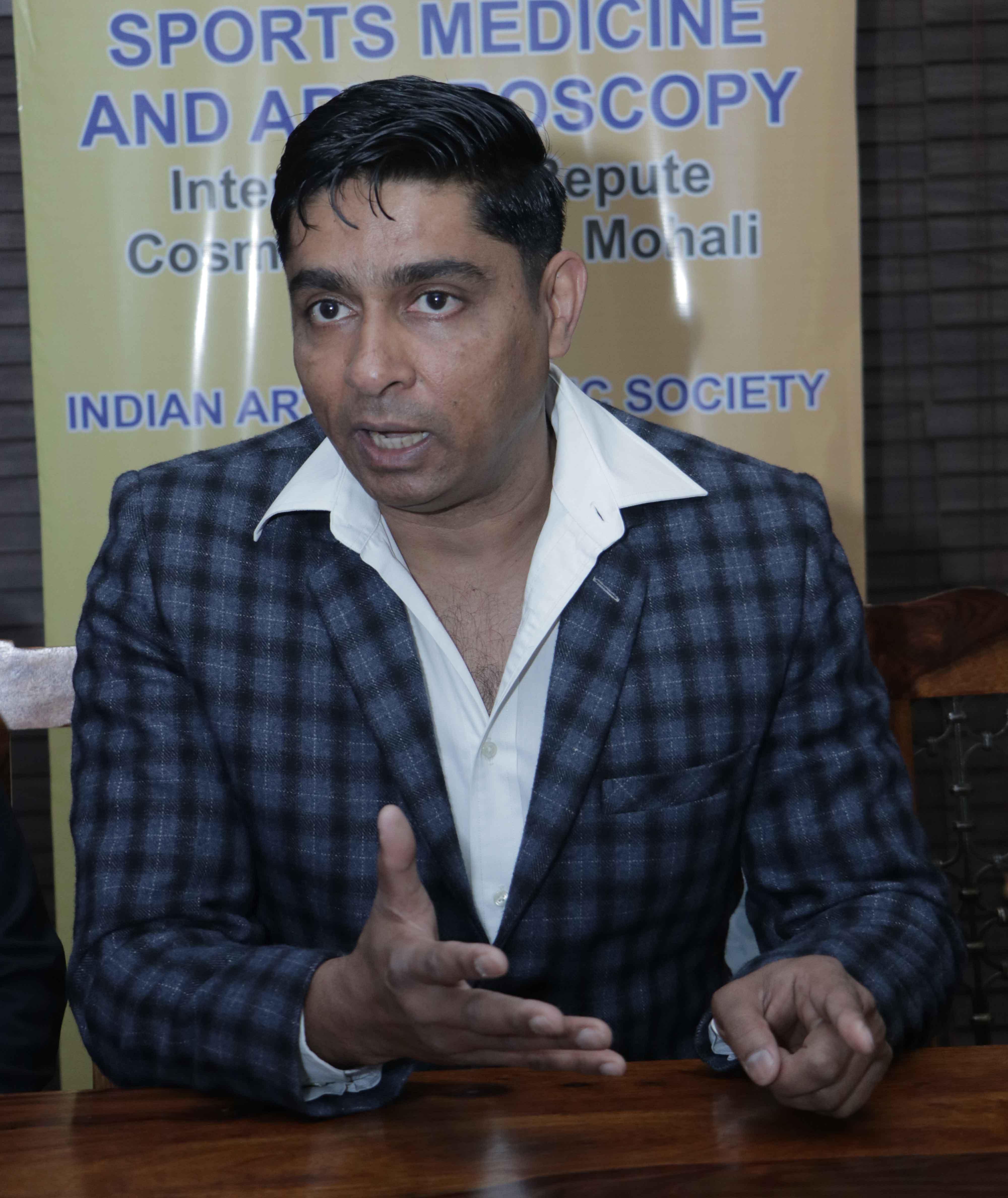 Dr. Satbir singh: Sports medicine specialist, arthrscopy and spinal endoscopy consultant