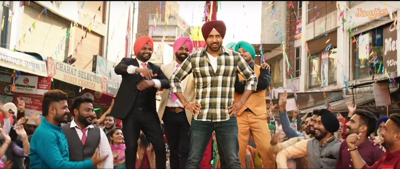 Bhangra in Chandigarh Amritsar style with 'Aaja Billo Katthe Nachiye'