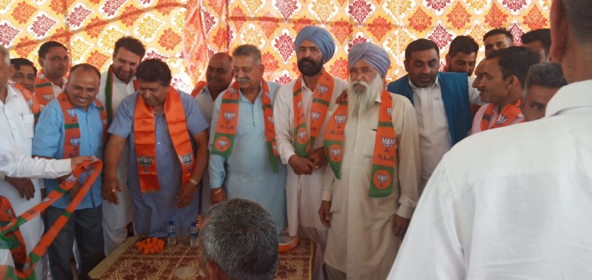INLD leader Surat Ram Namberdar, along with his supporters join BJP