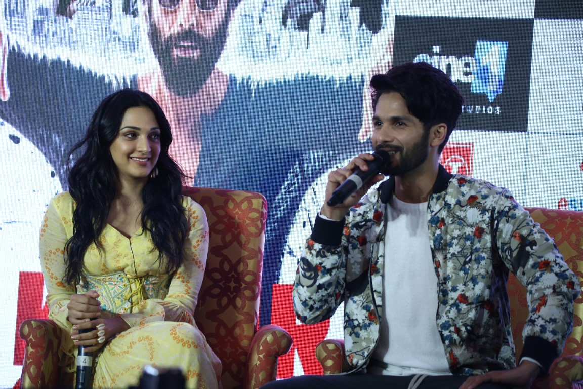 The beautiful couple of Shahid-Kiara came to cheer the fans in Chandigarh: Bollywood actor Shahid Kapoor is in the news of his upcoming movie 'Kabir Singh'.