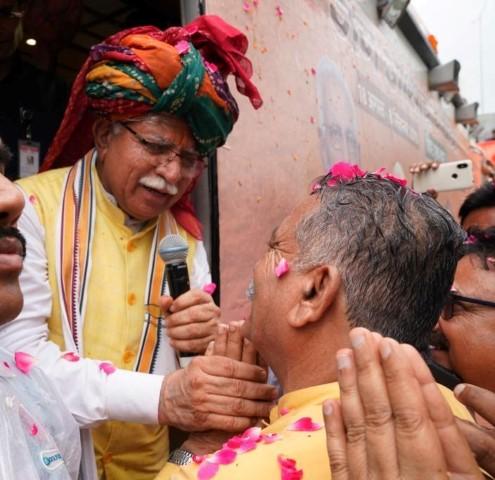 Thousands of people take part in Jan Ashirwad Yatra