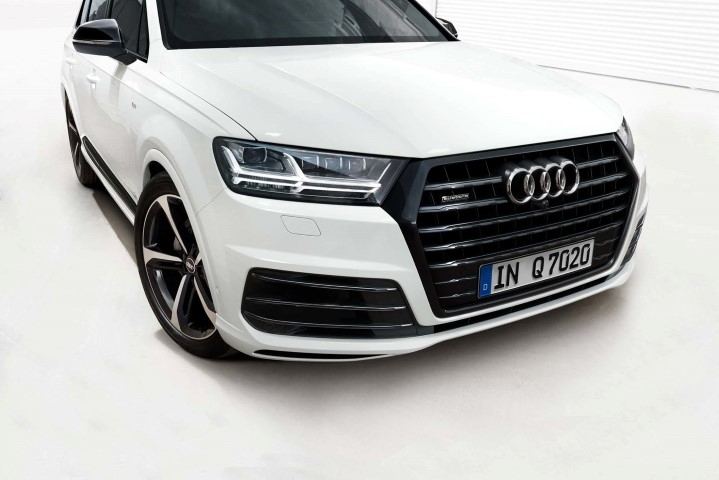 Audi India introduces limited-edition Audi Q7 Black Edition