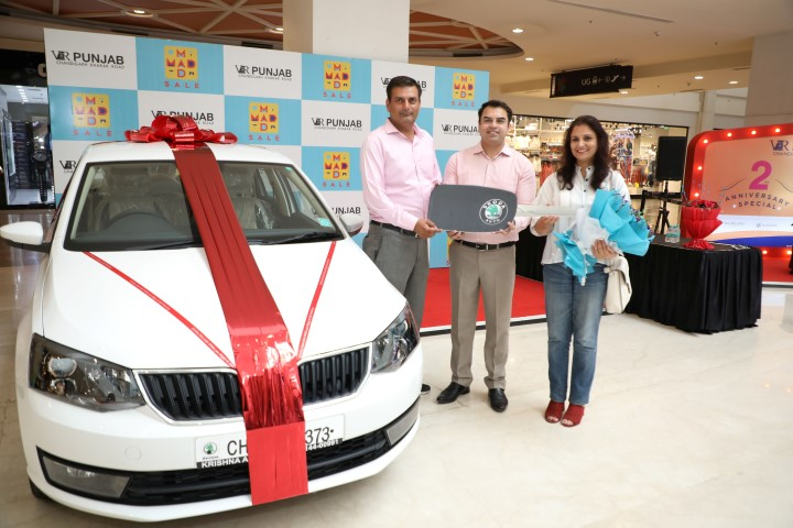 VR Punjab's 'Mad Mad Sale' Gives Unmatched joy to Lucky Winner