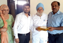 Docs visit patients to offer Diwali greetings
