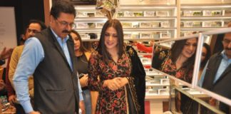 Big Boss Fame Contestant Himanshi Khurana Unveils Owndays Store At Elante Mall