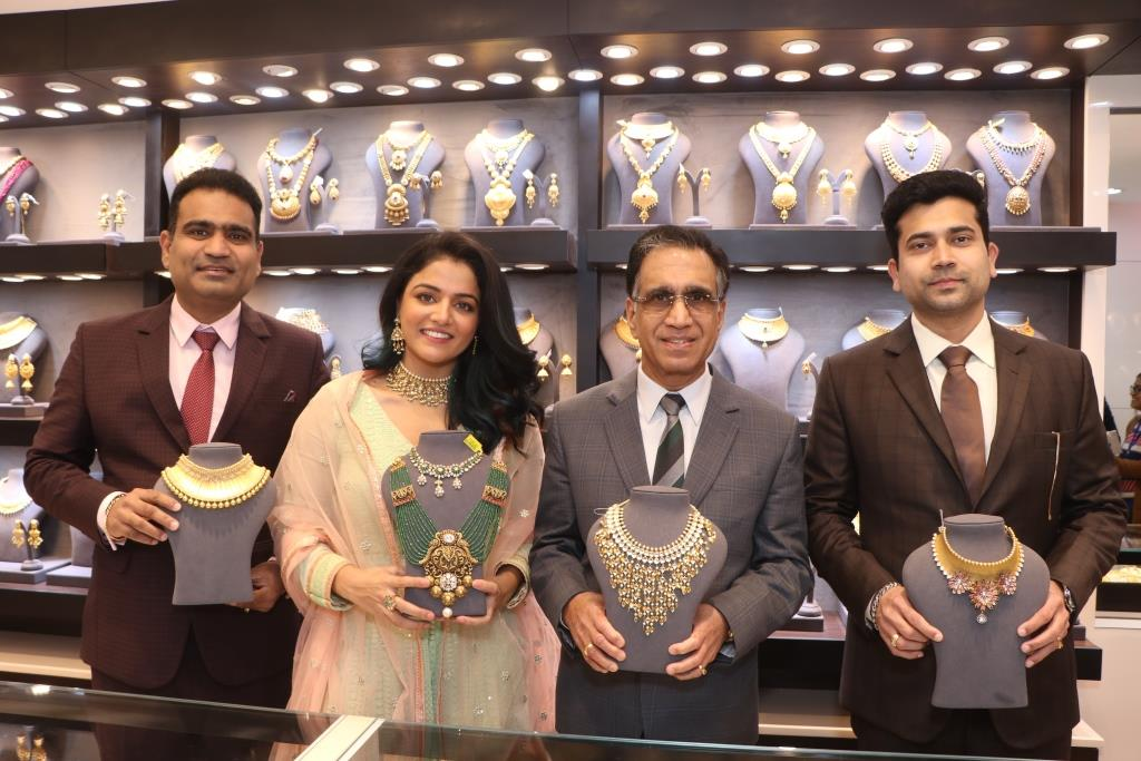 Kalyan Jewellers' launches 1st exclusive showroom for wedding jewellery in India at Chandigarh