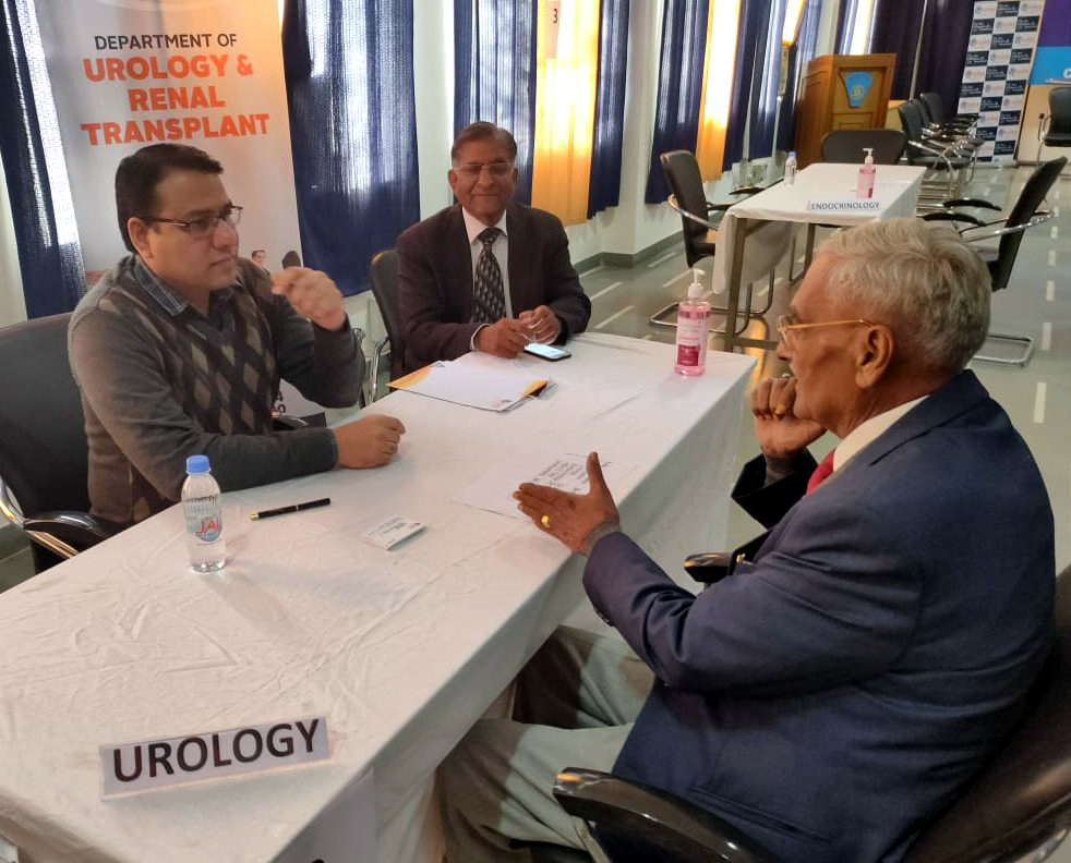 60 examined in a camp at Rotary Club