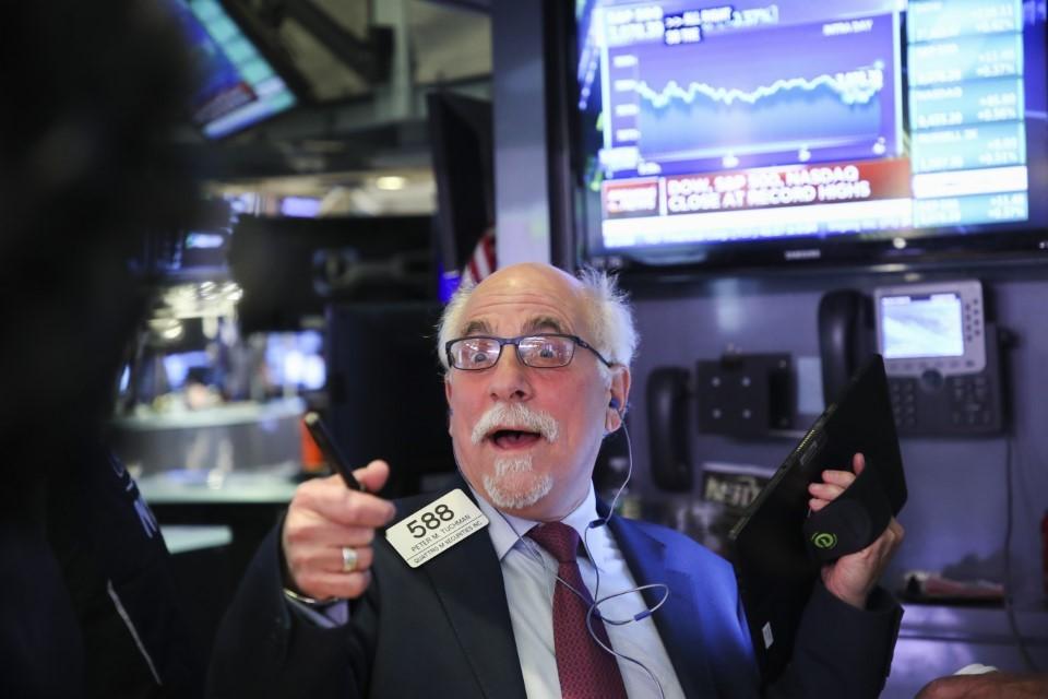 S&P 500 closes