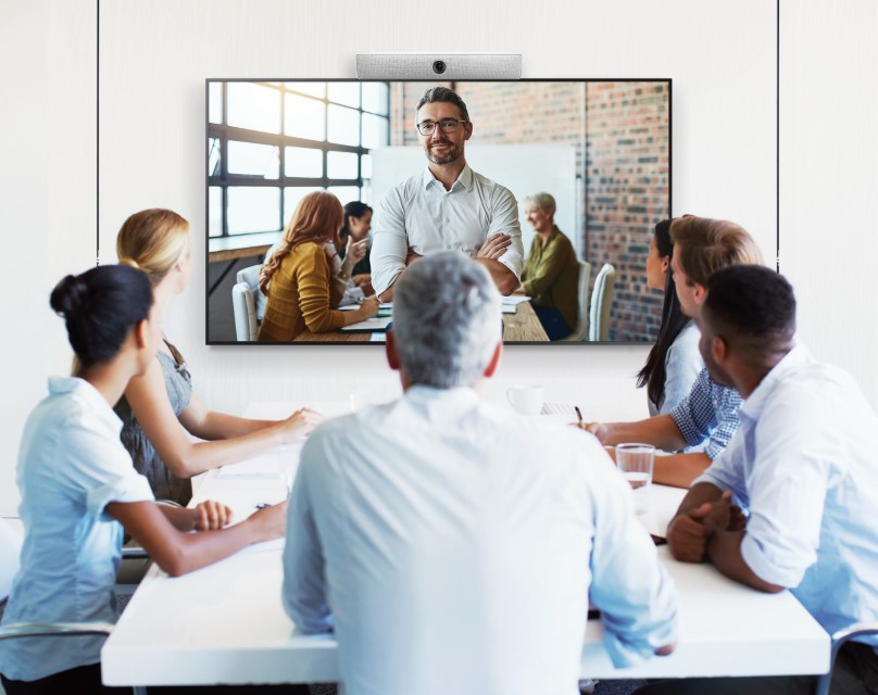Samsung brings'Back to Business'solutions with new range of outdoor display&video conferencing solution