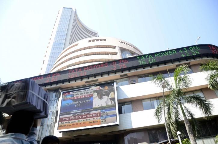 Sensex plunges 1000 points amid global selloff