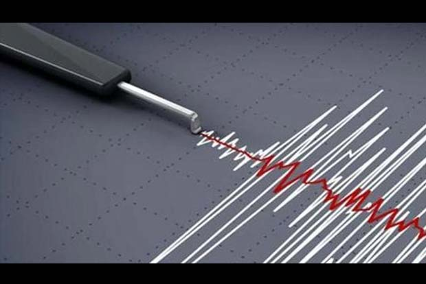 Powerful quake hits off New Zealand prompting evacuations