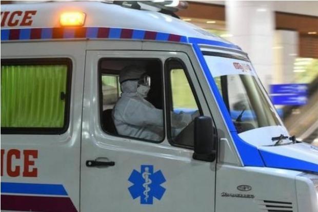 Oxygen shortage hits ambulances too as refilling units wait for loads